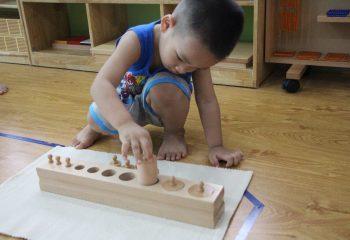 Những lợi ích lúc cho trẻ đi mầm non sớm