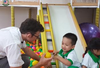 Hoạt động ngoại khóa của lớp Apple tại Việt Mỹ Montessori tháng 7 năm 2017